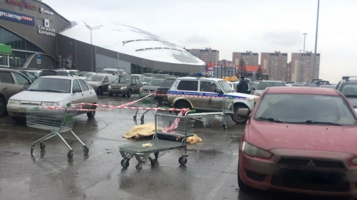 На парковке ТЦ «Космопорт» в Самаре умер мужчина