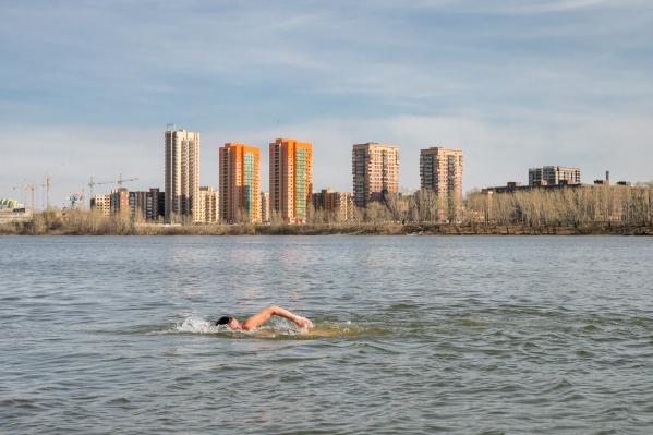 Жители Красноярска открыли купальный сезон