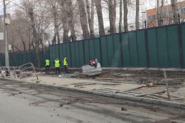 Серые ограждения сегодня исчезли с улицы Труда