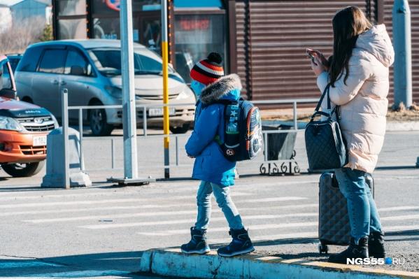 """У юных омичей накануне началось дистанционное обучение— ходить в школу не нужно, но <a href=""""https://ngs55.ru/news/more/69073792/"""" target=""""_blank"""" class=""""_"""">свои проблемы</a> есть и в онлайне"""