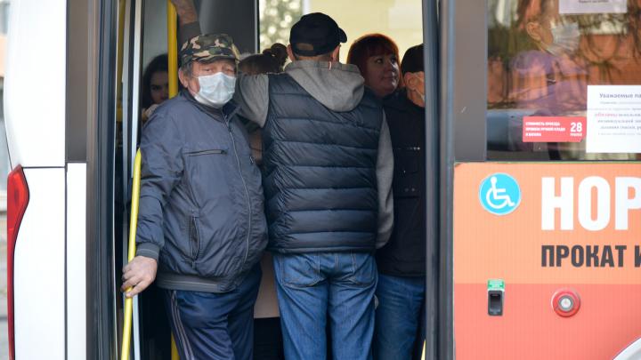 Жители жалуются на давку в автобусах. Что отвечает оперштаб по коронавирусу Архангельской области