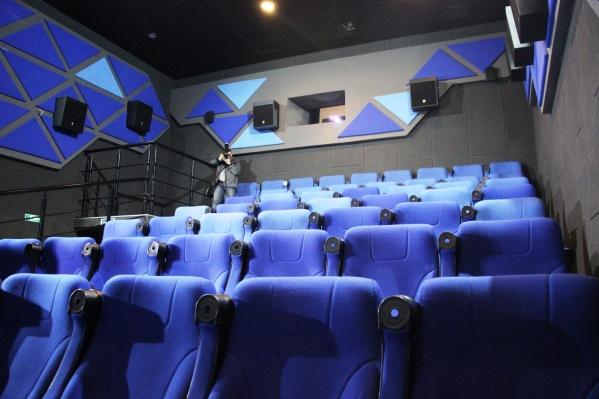 Сейчас кинотеатры простаивают без дела