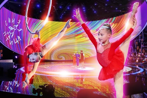 В свои 10 лет смелая артистка уже несколько раз поднималась под купол настоящего цирка, представляете?