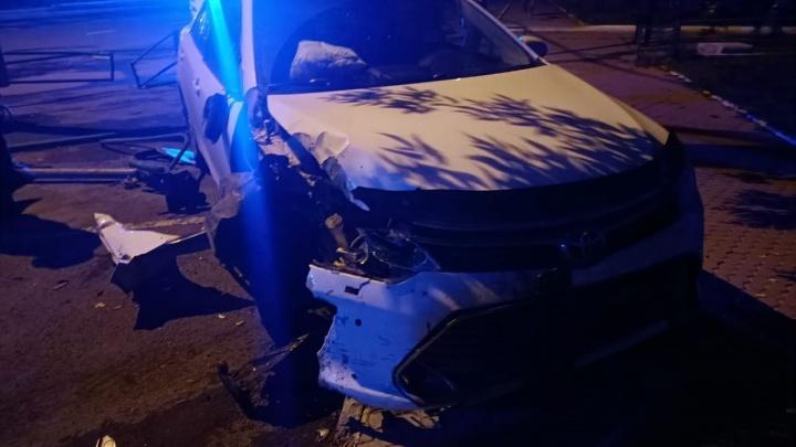 Главврач кемеровской больницы устроил ночное ДТП в центре города. Кажется, он был пьян