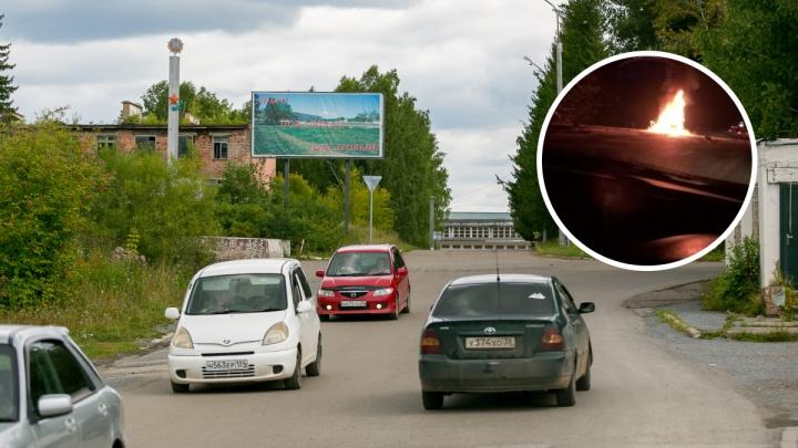 На трассе под Кедровым после столкновения с фурой в машине сгорели водитель и пассажирка
