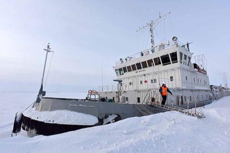 Ледокол «Завенягин» вернулся в Дудинку после операции по спасению судов ото льда на Енисее