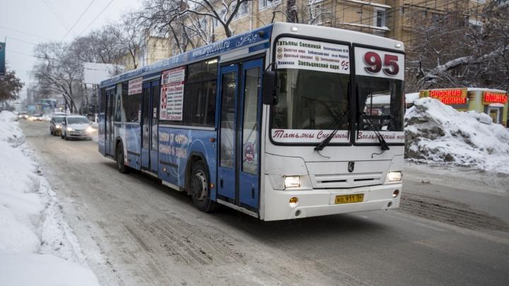 Новосибирским перевозчикам порекомендовали запастись масками, чтобы не высаживать детей из транспорта