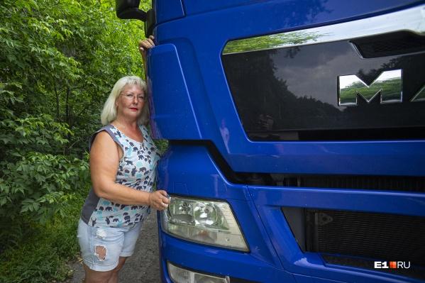 Марианна со своим грузовиком