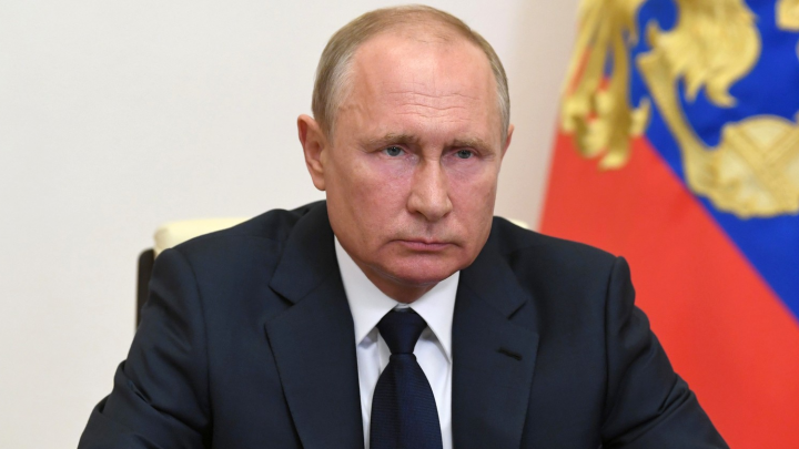 Не запутайтесь в обещаниях: все льготы и пособия, которые ввел Путин во время пандемии (список)