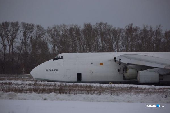 У самолета повреждены фюзеляж и турбина