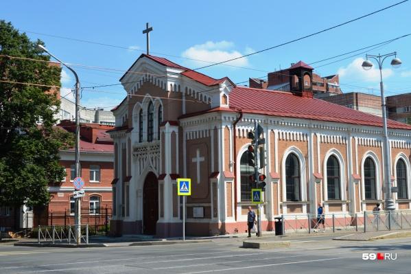 Храм находится на улице Пушкина