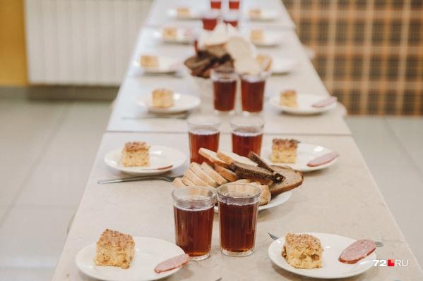 Горячие завтраки стали бесплатны для всех детей из начальной школы. Просить за это деньги — незаконно