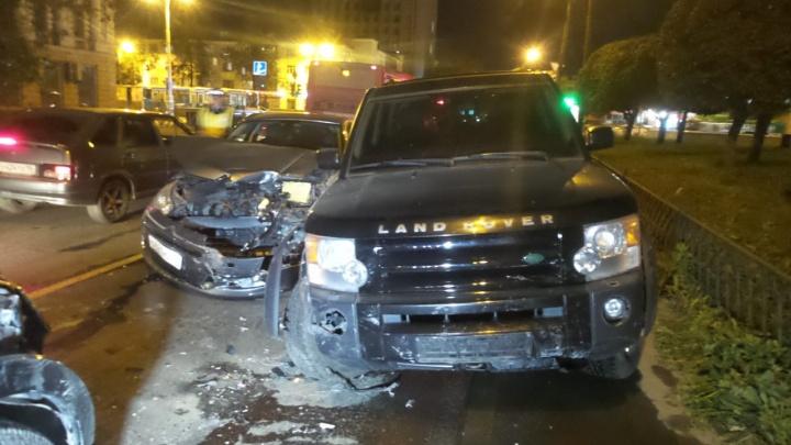 На перекрестке Ленина и Восточной столкнулись пять автомобилей