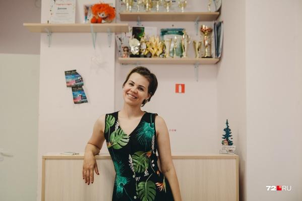 Отучившись в институте культуры, Юлия задумалась о поиске работы. И лучшим вариантом, по ее мнению, оказалось открытие собственной танцевальной студии — где она и босс, и педагог