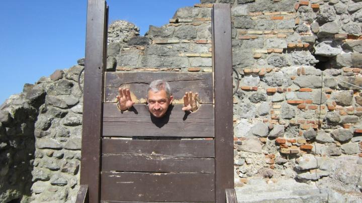 «Помощи никакой»: тюменец не может вернуться домой из Израиля. Прямой эфир