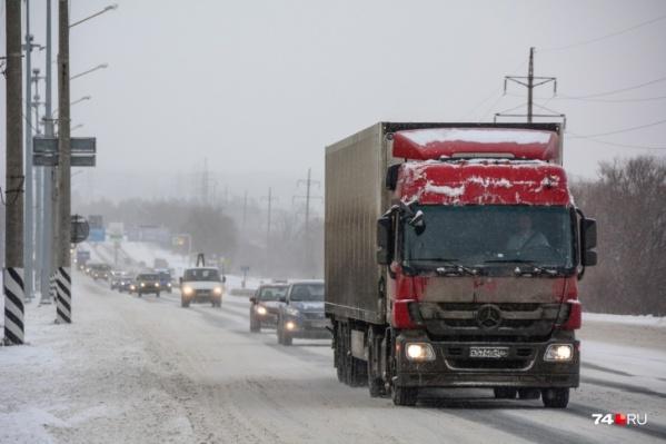 Движение грузовиков остановлено на отрезке от границы с Башкирией до Чебаркуля