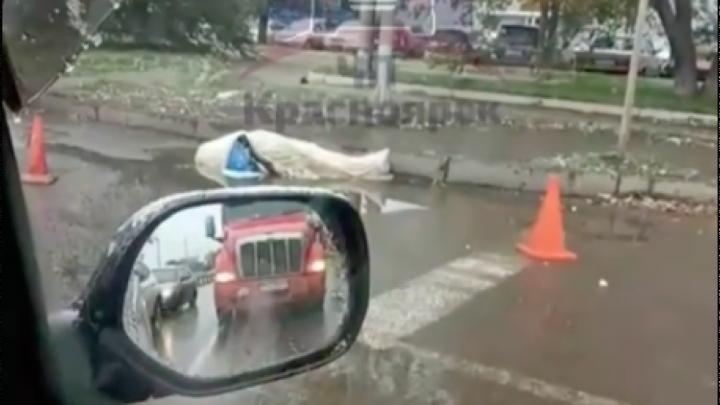На Пограничников сбили пешехода, который перебегал дорогу над подземным переходом