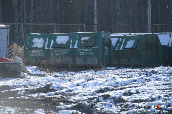 Вывозом мусора в Екатеринбурге занимается «Спецавтобаза», но автошины не относятся к бытовым отходам