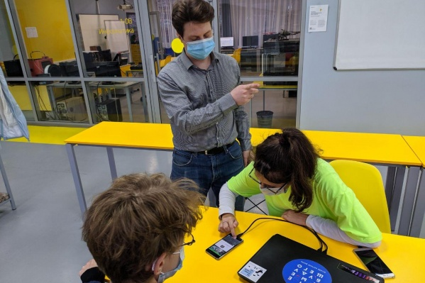Каждый ученик, зарегистрировавшийся в системе, теперь может попасть в школу с помощью своего смартфона