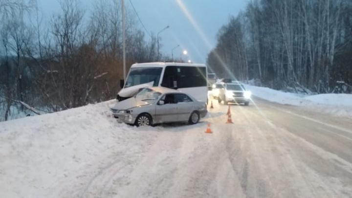 В Новосибирске 16-летний водитель «Тойоты» влетел в маршрутку