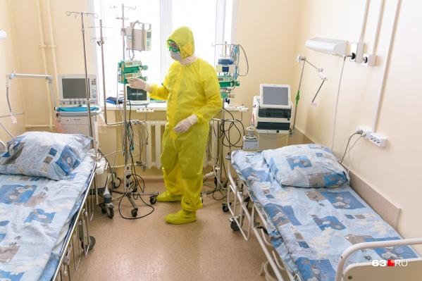 Всего в Свердловской области 5848 коек для коронавирусных больных