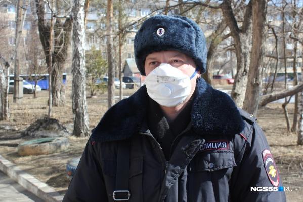 Теперь к спецсредствам, без которых не выйти из участка, добавились маска с перчатками