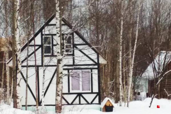 Один из домов, сейчас выставленных на продажу на портале недвижимости. Участок был отдан в собственность без торгов