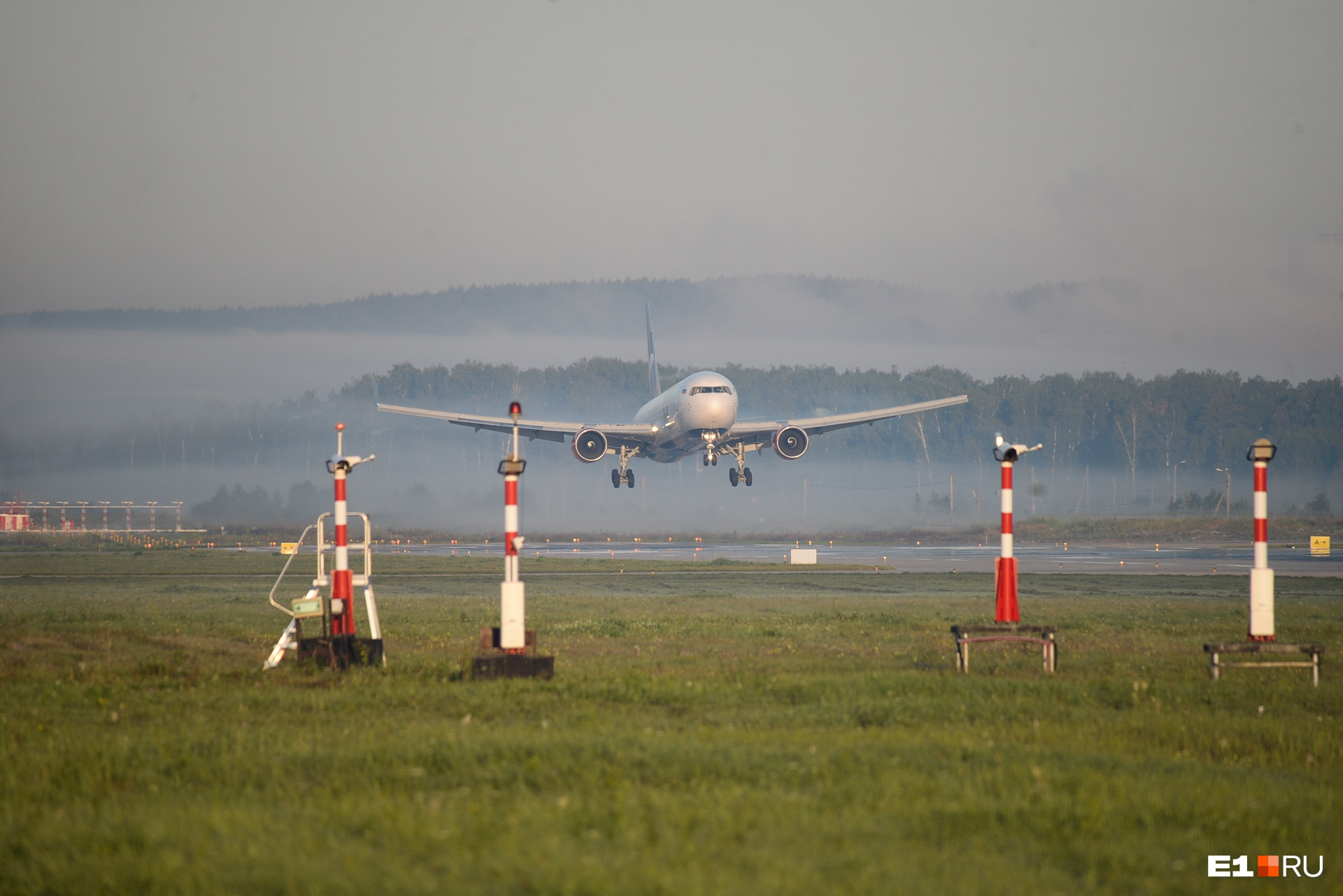 Лететь регулярным рейсом из Москвы решатся туристы, которые выбирают отдых премиум-класса. На такой путевке стоимость билета сильно не скажется