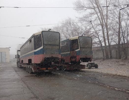 В Новосибирск привезли три собянинских трамвая — смотрим, какие они до выхода на линию