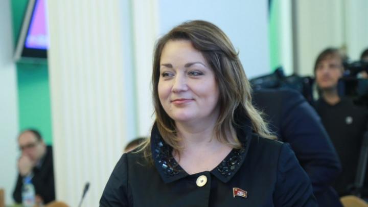 «Госпитализируюсь с двусторонней пневмонией»: депутат Омского горсовета расплакалась на заседании