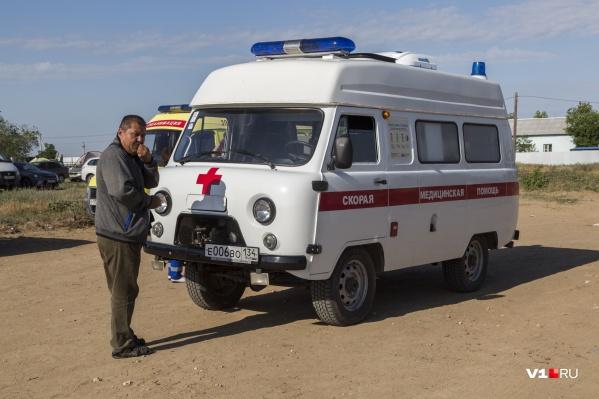 С марта и по сей день машины скорой за сутки забирают по сотне волгоградцев в инфекционные госпиталя