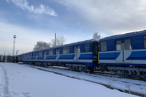 Обновленные вагоны доставили по железной дороге