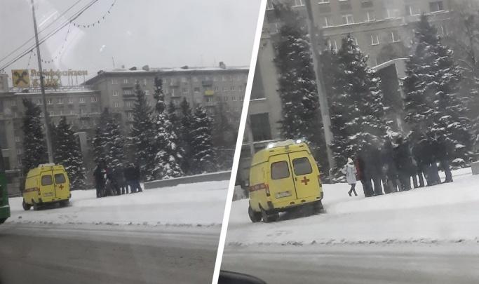Пострадал полицейский: в МВД рассказали свою версию конфликта с активистами на площади Ленина