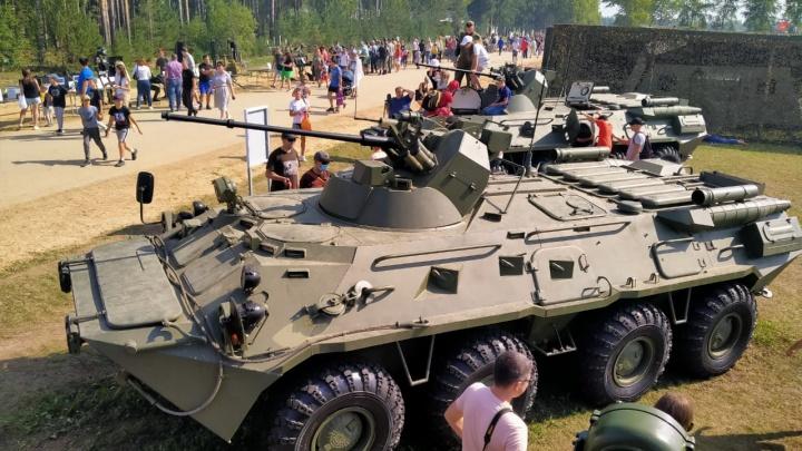 Взрывы, полевой душ и полет танка: гуляем по форуму «Армия-2020»