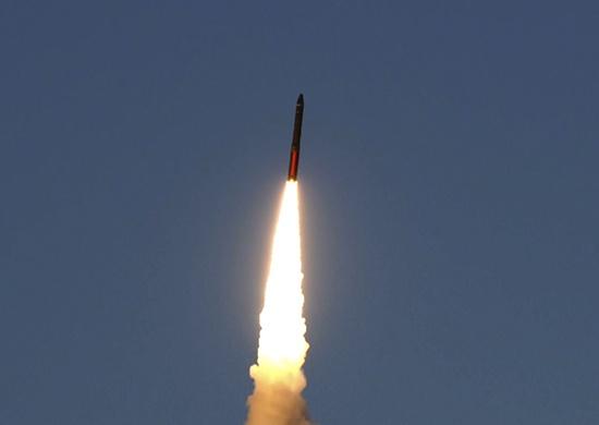 Военные провели учебный пуск ракеты с космодрома в Плесецке — видео
