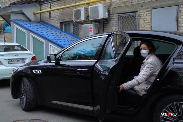 Волгоградских медиков посадят на такси для доставки бесплатных лекарств
