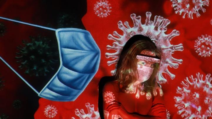 В Екатеринбурге фотограф раздел девушек ради продвижения пластиковых масок, защищающих от коронавируса