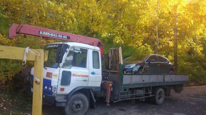 У жителя Новоуральска, накопившего огромный долг по квартплате, забрали Opel Astra