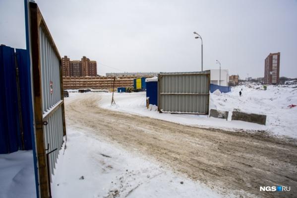Ранее власти обещали, что станция будет работать лишь днём, чтобы не создавать дискомфорта для жителей домов по соседству