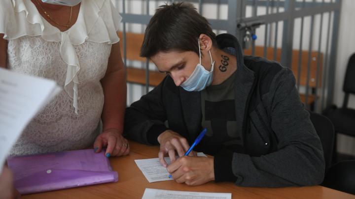 Студент, зарезавший школьницу на Уралмаше, остался на свободе