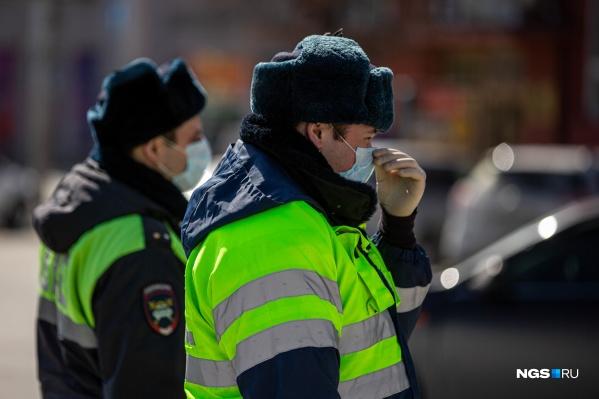 Полицейские патрули теперь ищут не только преступников, но и нарушителей режима самоизоляции