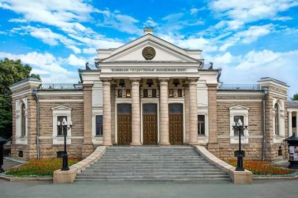 По версии следствия, сотрудник молодёжного театра получил 50 тысяч рублей за оплату контракта по ремонту здания