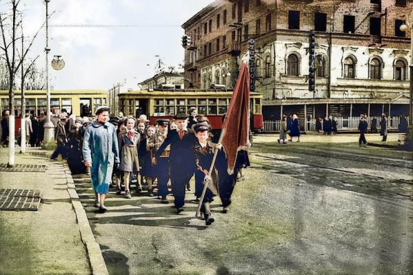 Улица Ленина, рядом с Центральным гастрономом