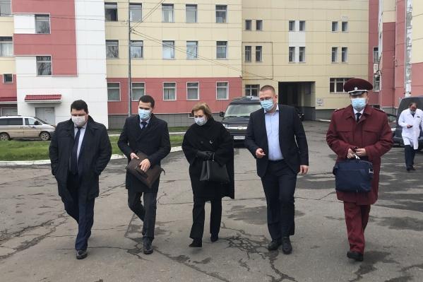 Анна Попова посетила Архангельскую областную клиническую больницу, а также несколько торговых точек<br>