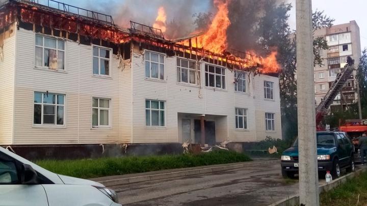 В Северодвинске загорелся 16-квартирный дом