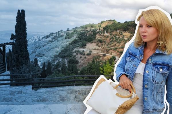 Чтобы выйти из дома в Греции, нужно уведомить власти эсэмэской с шифром. Например, хочешь заняться спортом — отправляешь цифру 6 и в ответ получаешь разрешение