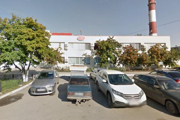 Хлебозавод находится на улице Молодогвардейцев, рядом с ТРК «Фиеста»