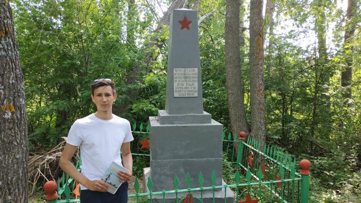 «Хватило тысячи рублей». Житель Кего восстановил обелиск умершим в тюремной больнице на острове