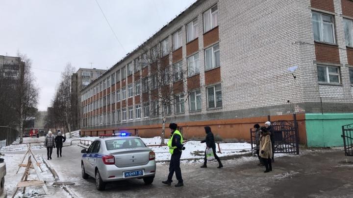 Администрация Архангельска: из-за сообщений о минировании эвакуировали пять школ города