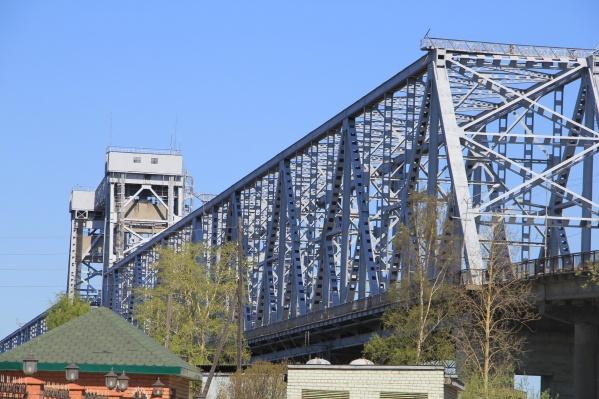 Когда железнодорожный мост будет закрыт, придется воспользоваться Краснофлотским мостом
